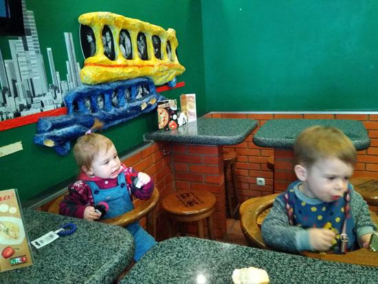 Пересеклись в обед в кафешке с другом детства