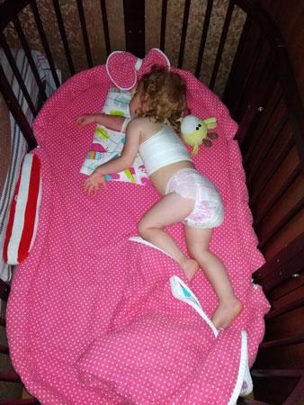 Кажись, детёныш уже крепко уснул