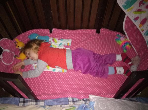 Ей бы еще спать и спать, но уже пора на работу в садик...