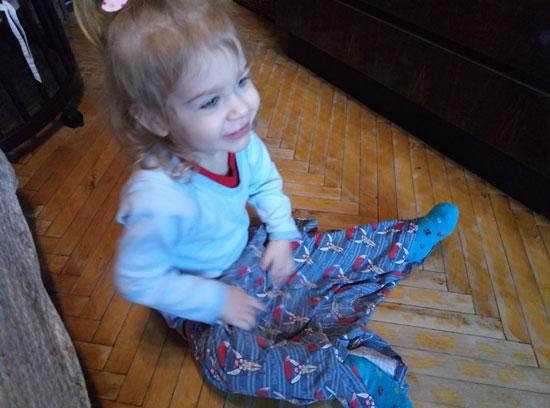 Вот этот человек вскрыл ящик с моими вещами и решил, что отныне мои трусы - ее новые шорты