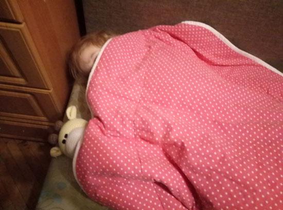 За нас решила, а сама в процессе сбора кровати уснула
