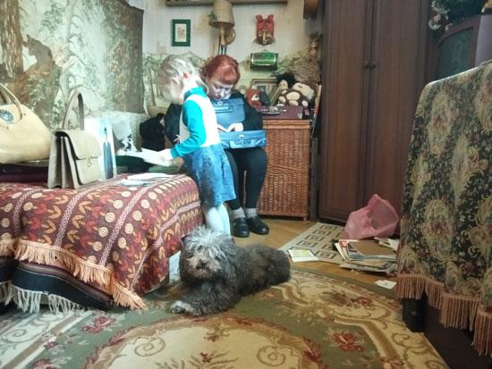 С бабушкой перебирать вещи - одно из самых любимых занятий