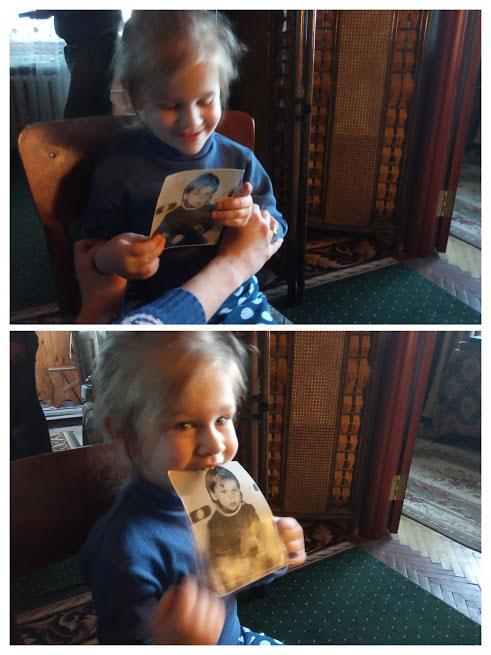 Маша, смотри. Это фотография с твоим папой, когда он был маленький