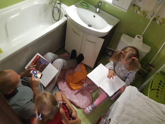 Традиционные посиделки в туалете